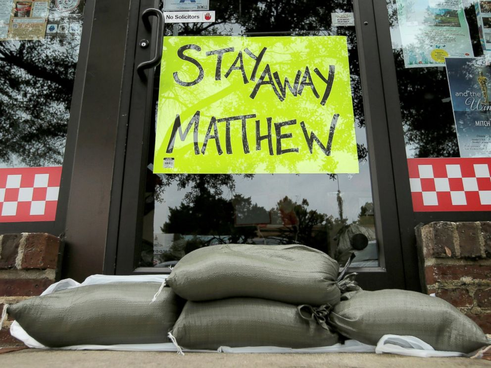 RT_hurricane_matthew_boarded_up_jef_161006_4x3_992